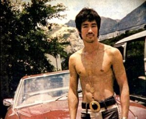 https://toelank.files.wordpress.com/2011/09/bruce-lee-photo-2.jpg?w=300